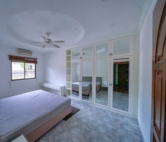 House for sale East Pattaya showing the fourth bedroom suite