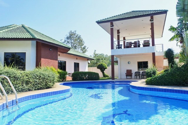 House for sale East Pattaya showing the house and guest suite