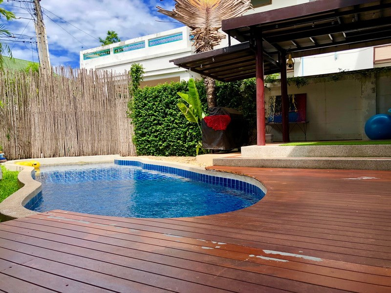 House for sale East Pattaya showing the pool and sala