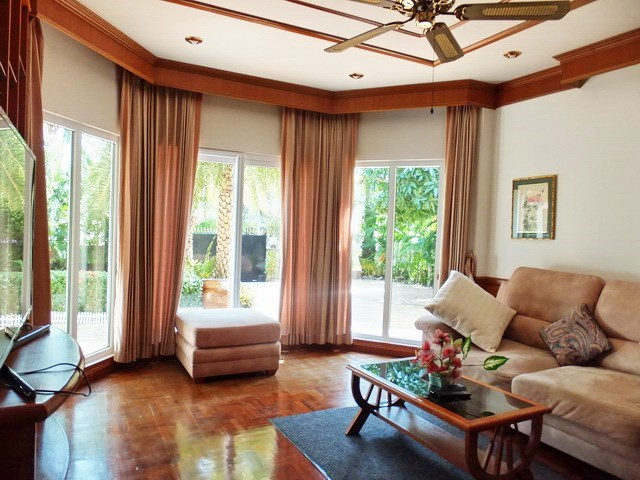 House for Sale Mabprachan Pattaya showing the second living room