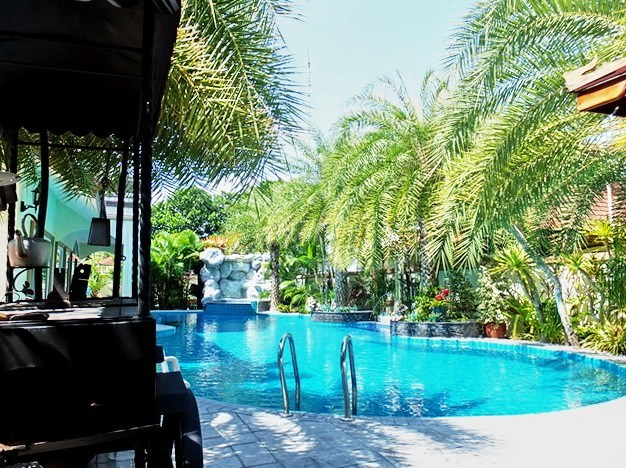 House for Sale Mabprachan Pattaya showing the barbecue area poolside
