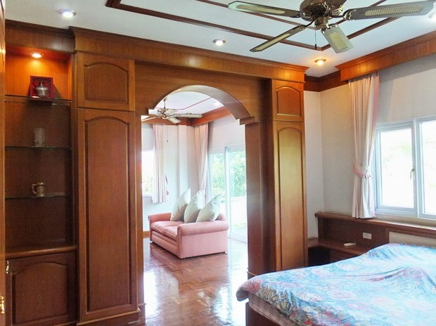 House for Sale Mabprachan Pattaya showing the master bedroom suite