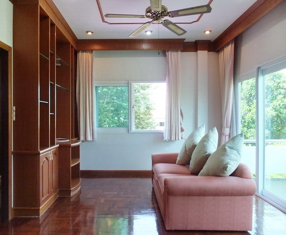 House for Sale Mabprachan Pattaya showing the master bedroom with living area