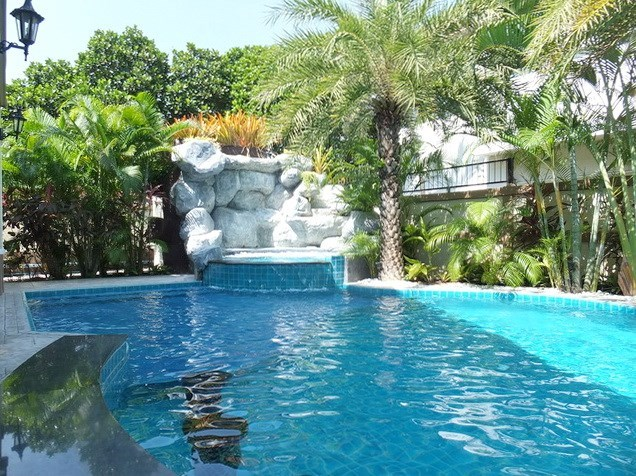 House for Sale Mabprachan Pattaya showing the waterfall and pool Jacuzzi