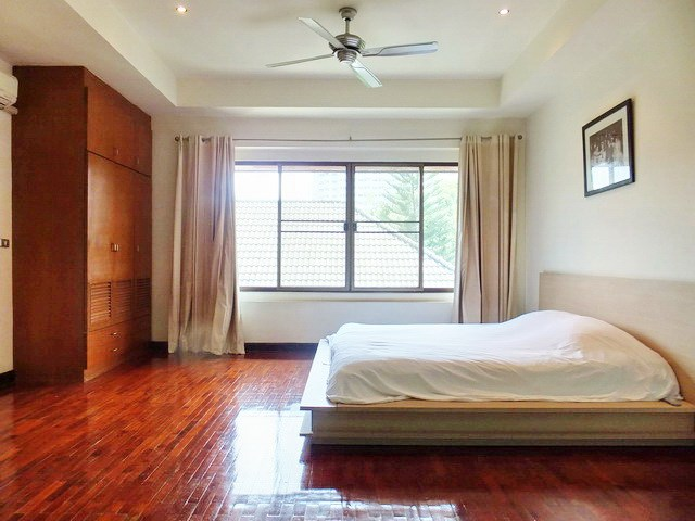 House for sale Na Jomtien showing the master bedroom and built-in wardrobe