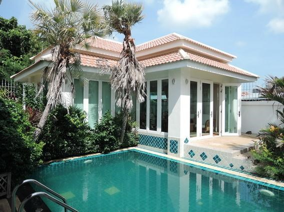 House for Rent Jomtien Park Villas Pattaya showing the pool and guest house
