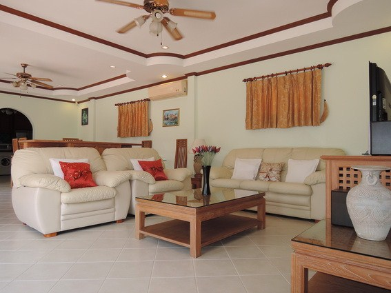 House for rent East Pattaya showing the living area
