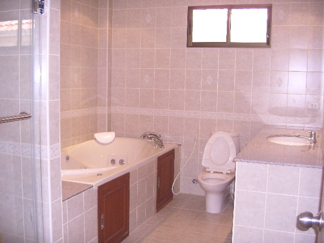House for Rent Pratumnak Hill showing a bathroom
