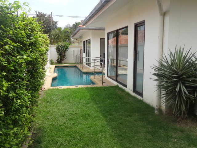 House for Rent Pratumnak Hill showing the private swimming pool