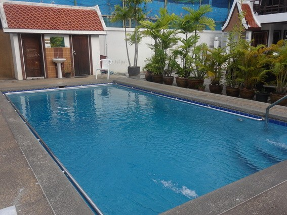 House for rent Pratumnak Pattaya showing the communal pool