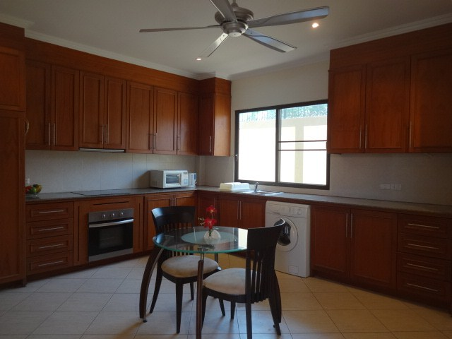 House for rent Pratumnak Pattaya showing the kitchen with dining area